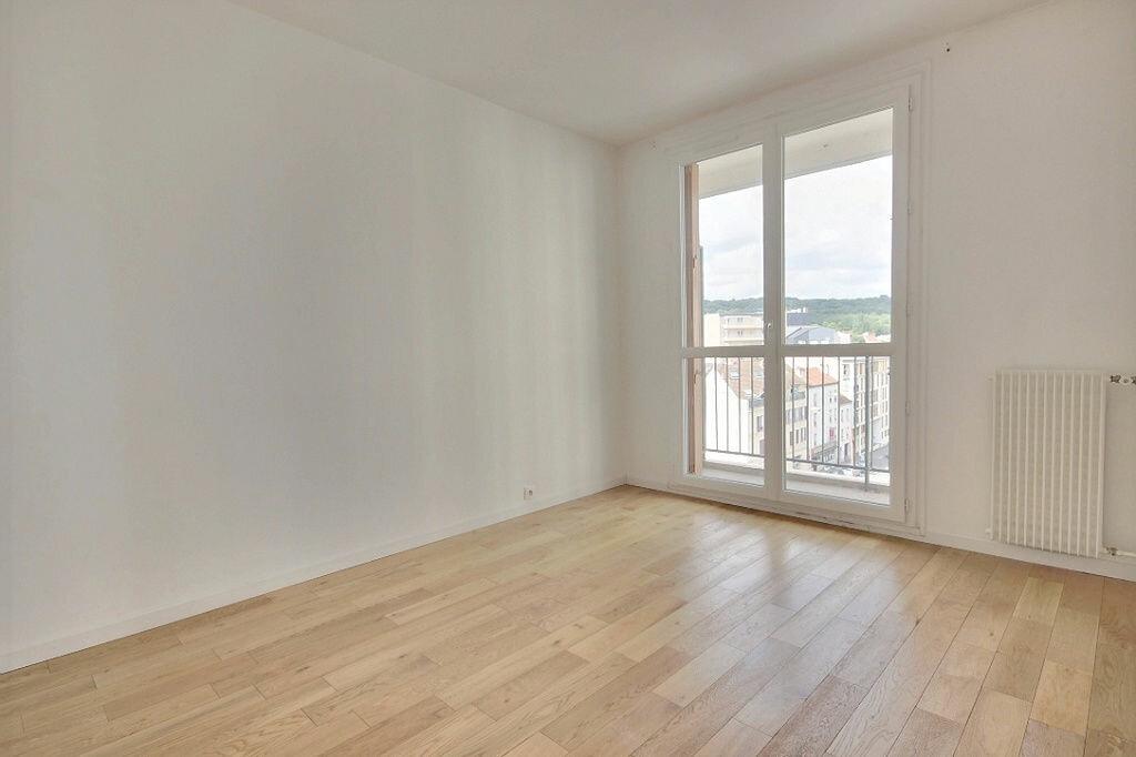 Appartement à louer 4 79.68m2 à Chaville vignette-2