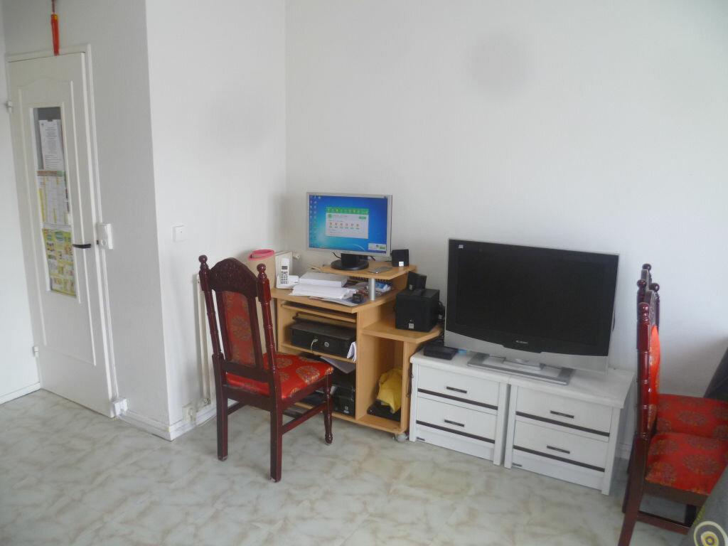 Appartement à vendre 4 72.7m2 à Épernay vignette-2