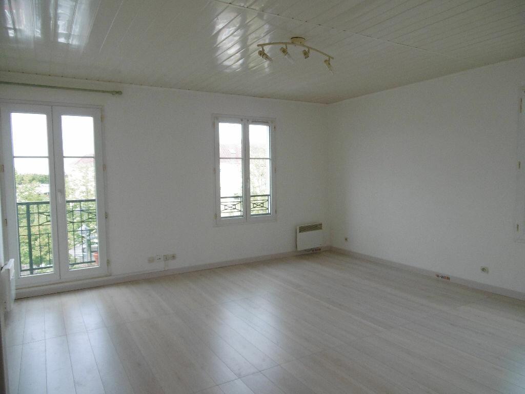 Appartement à louer 3 60m2 à Bailly-Romainvilliers vignette-1
