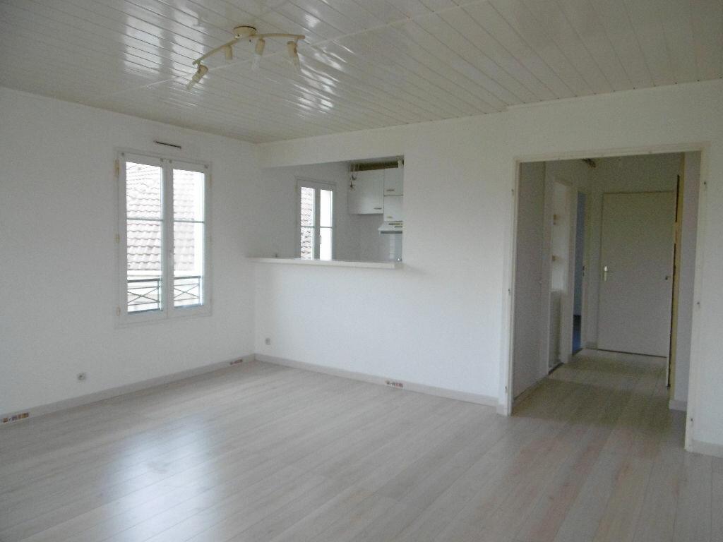 Appartement à louer 3 60m2 à Bailly-Romainvilliers vignette-2