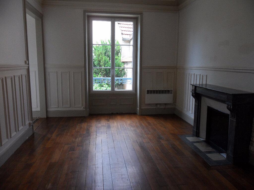 Appartement à louer 2 47.21m2 à Couilly-Pont-aux-Dames vignette-1