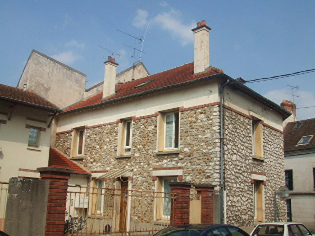 Appartement à louer 3 83.2m2 à Crécy-la-Chapelle vignette-1