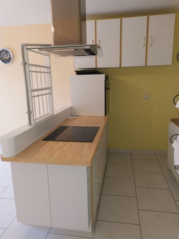 Appartement à louer 2 31.8m2 à Crécy-la-Chapelle vignette-3