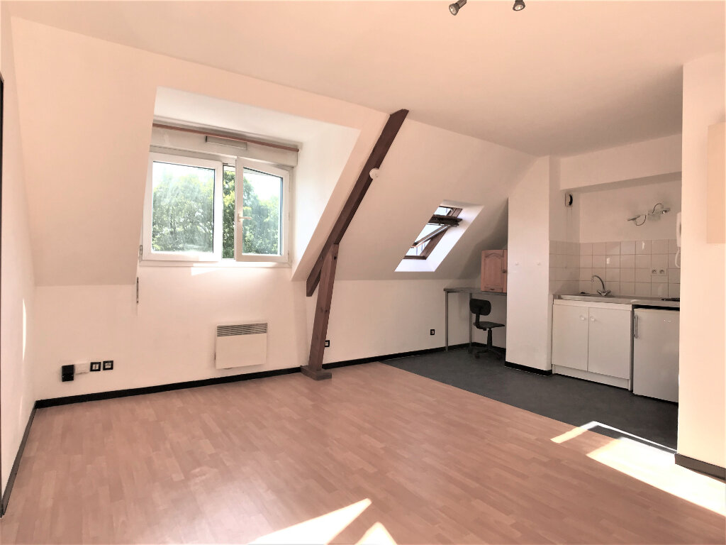 Appartement à louer 1 28m2 à Joué-lès-Tours vignette-1