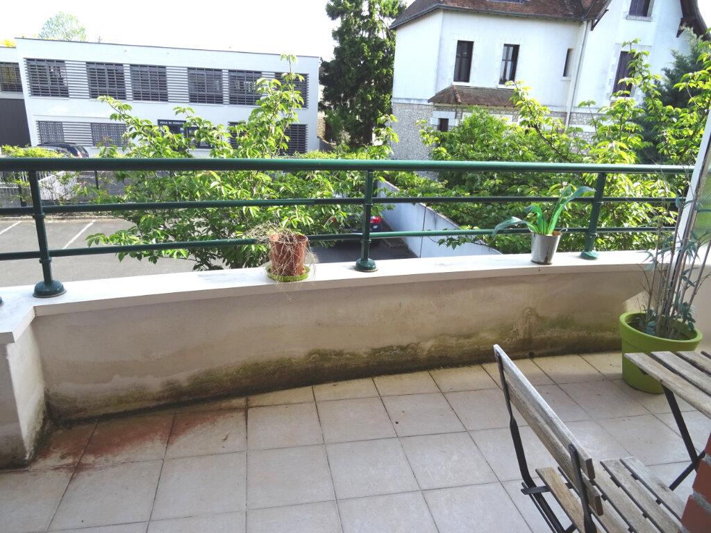 Appartement à louer 2 54m2 à Saint-Cyr-sur-Loire vignette-2