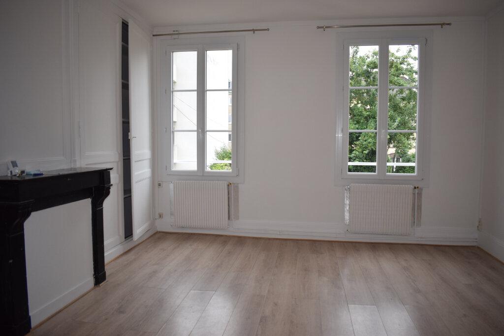 Appartement à louer 3 68m2 à Chartres vignette-2
