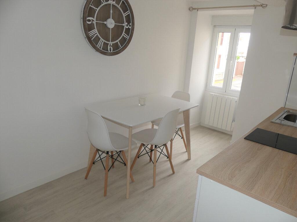 Appartement à louer 1 24.55m2 à Aubergenville vignette-2