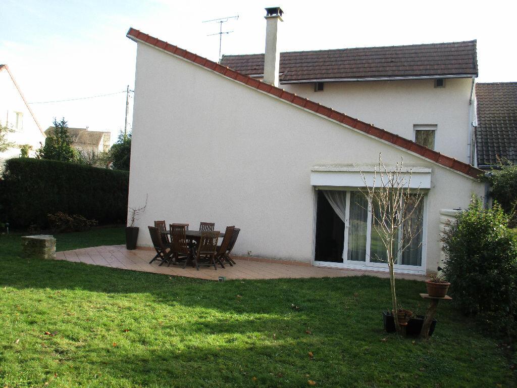 Maison à vendre 10 200m2 à Saint-Cyr-l'École vignette-1