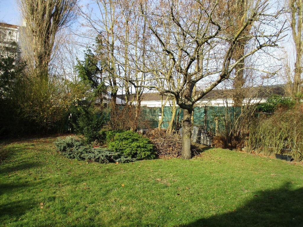 Maison à vendre 10 200m2 à Saint-Cyr-l'École vignette-6