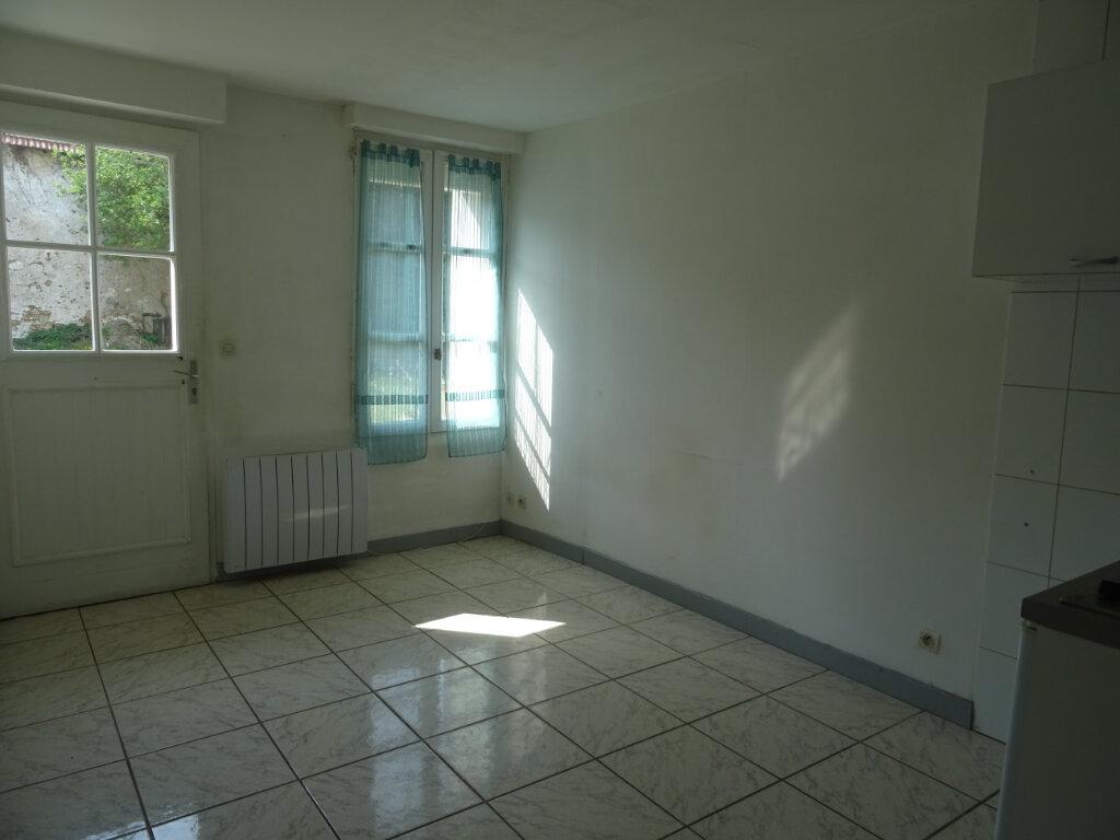 Appartement à louer 2 27m2 à Quincy-Voisins vignette-1