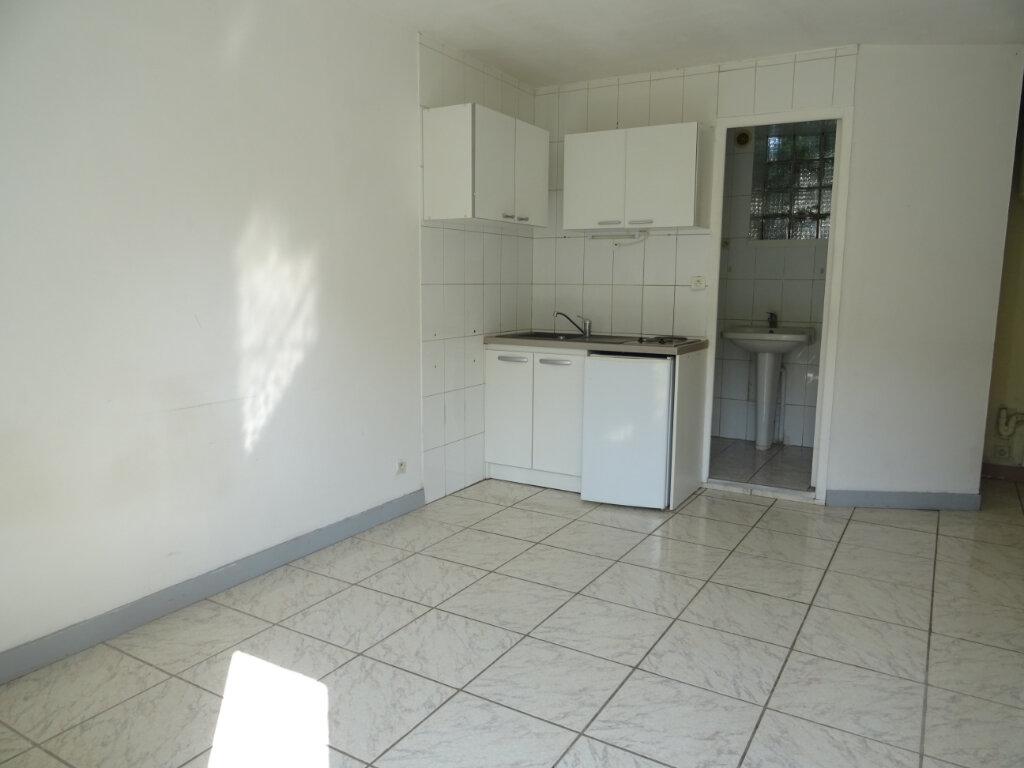 Appartement à louer 2 27m2 à Quincy-Voisins vignette-2