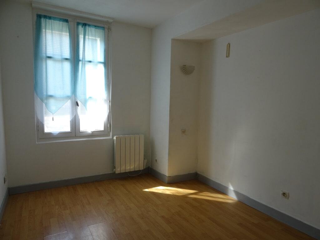 Appartement à louer 2 27m2 à Quincy-Voisins vignette-3