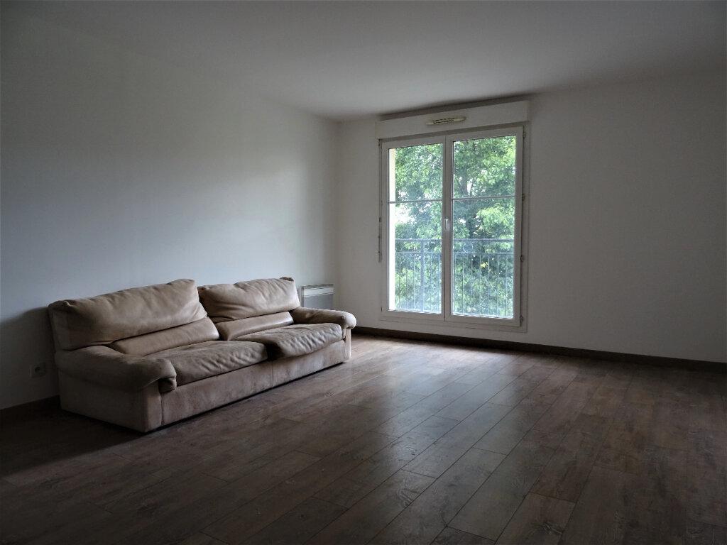 Appartement à louer 3 70.57m2 à Bussy-Saint-Georges vignette-2