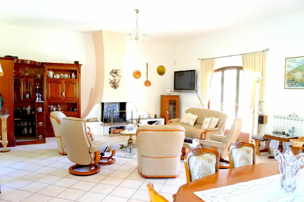 Maison à vendre 7 255m2 à La Tour-d'Aigues vignette-3