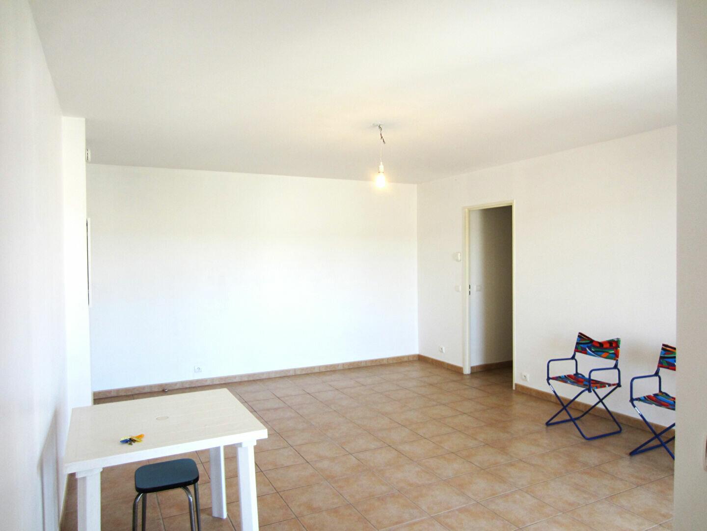 Appartement à louer 3 65m2 à Pertuis vignette-2