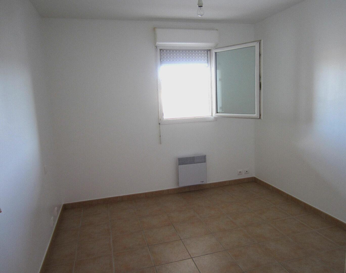 Appartement à louer 3 65m2 à Pertuis vignette-4
