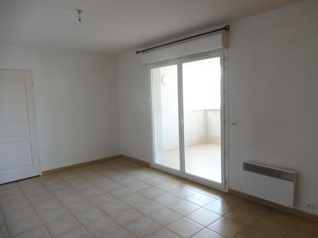 Appartement à louer 2 44m2 à Pertuis vignette-1