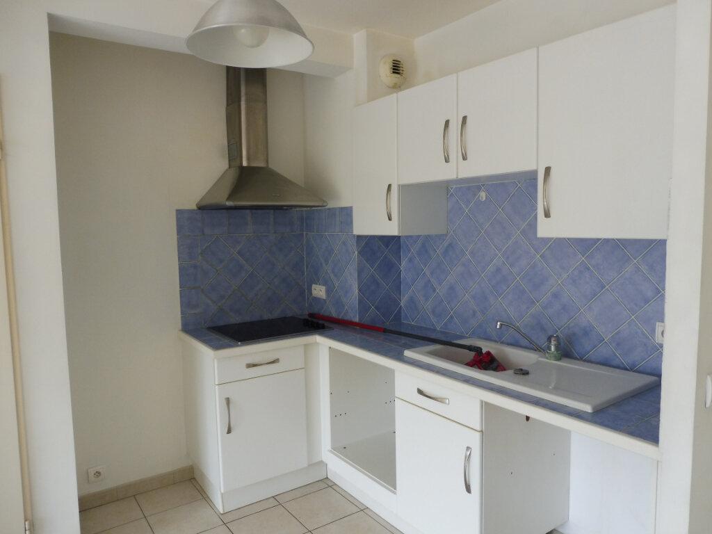 Appartement à louer 3 55m2 à Pertuis vignette-1
