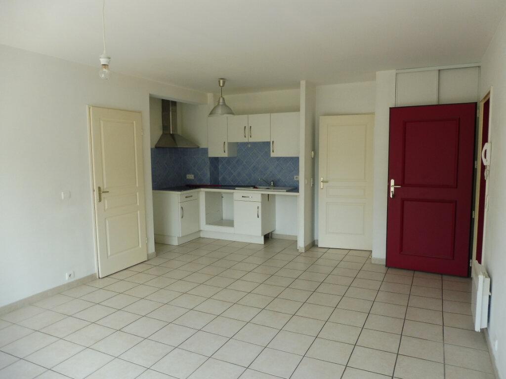 Appartement à louer 3 55m2 à Pertuis vignette-2
