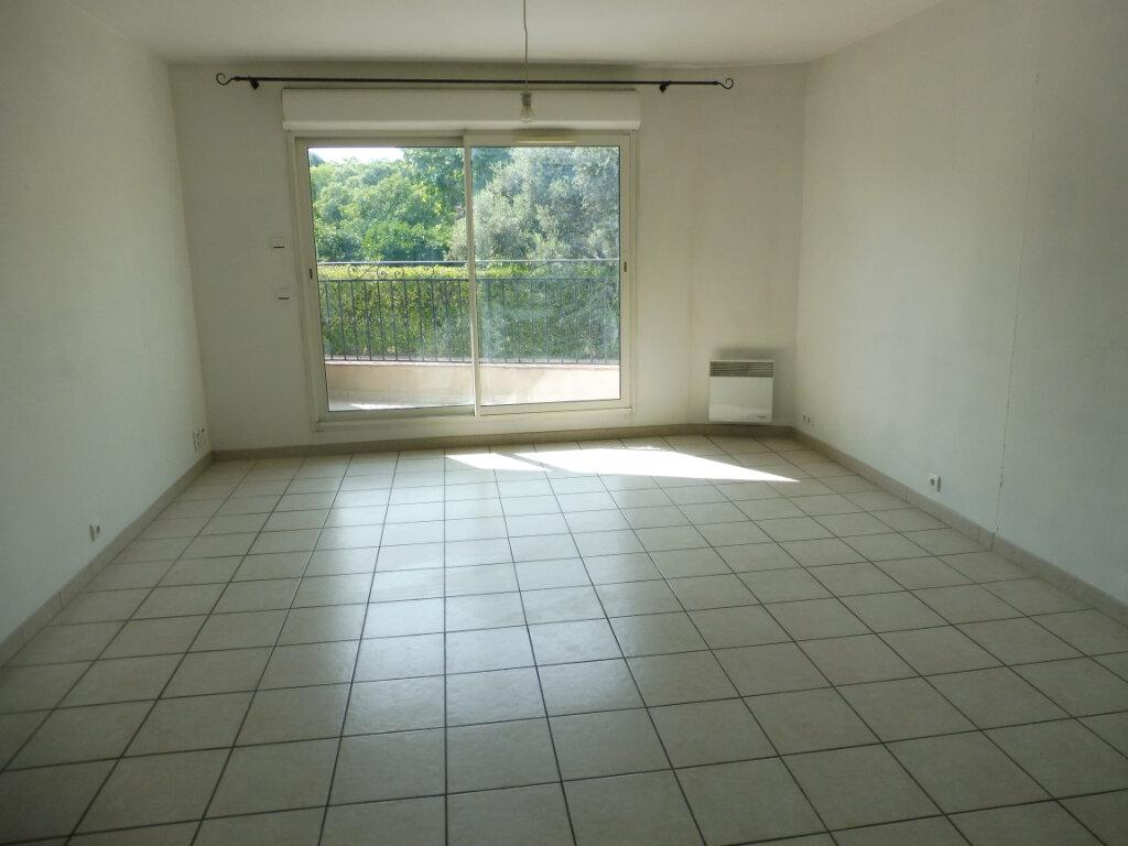 Appartement à louer 3 55m2 à Pertuis vignette-6