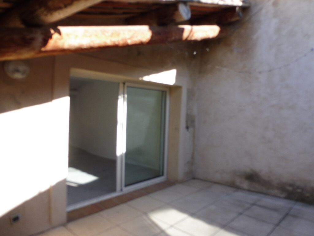 Maison à louer 3 59m2 à Cucuron vignette-4