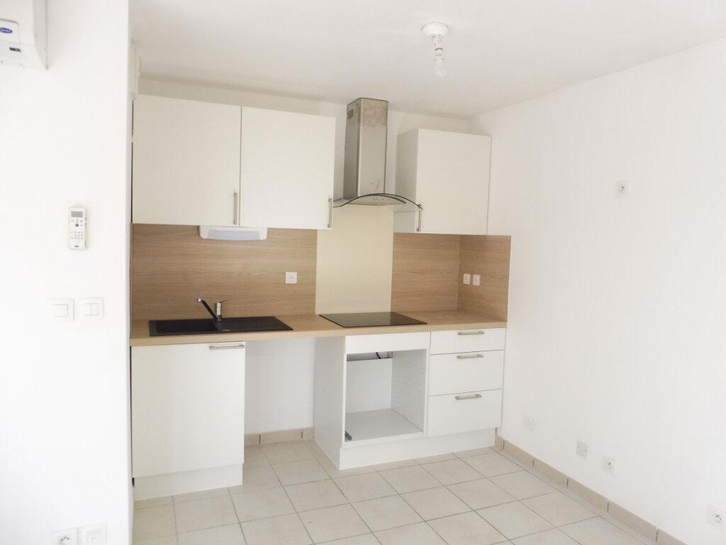 Appartement à louer 3 60m2 à Pertuis vignette-4