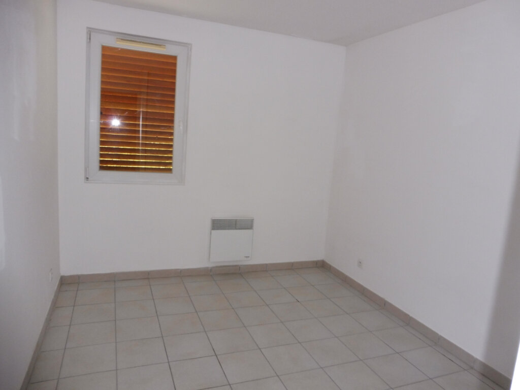 Appartement à louer 3 60m2 à Pertuis vignette-8