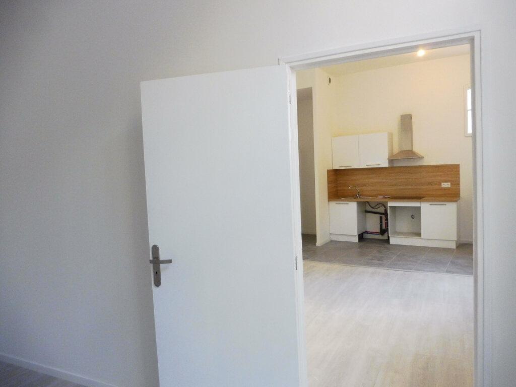 Appartement à louer 2 44m2 à Pertuis vignette-8