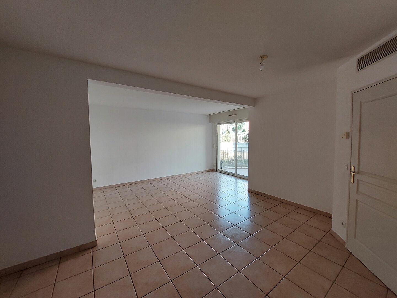 Appartement à louer 3 64.72m2 à Manosque vignette-2