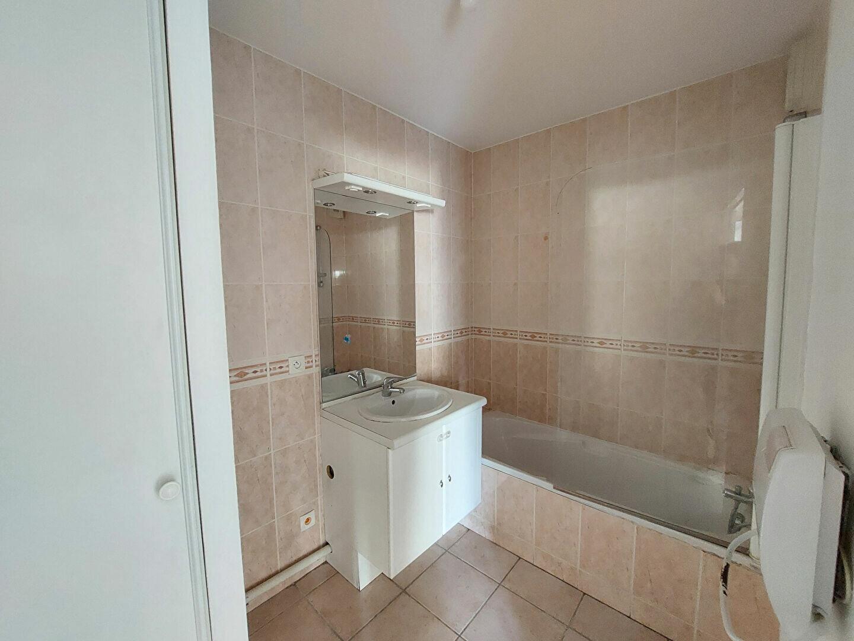 Appartement à louer 3 64.72m2 à Manosque vignette-6