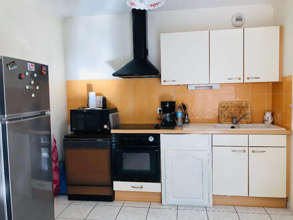 Appartement à louer 3 56.44m2 à Manosque vignette-1
