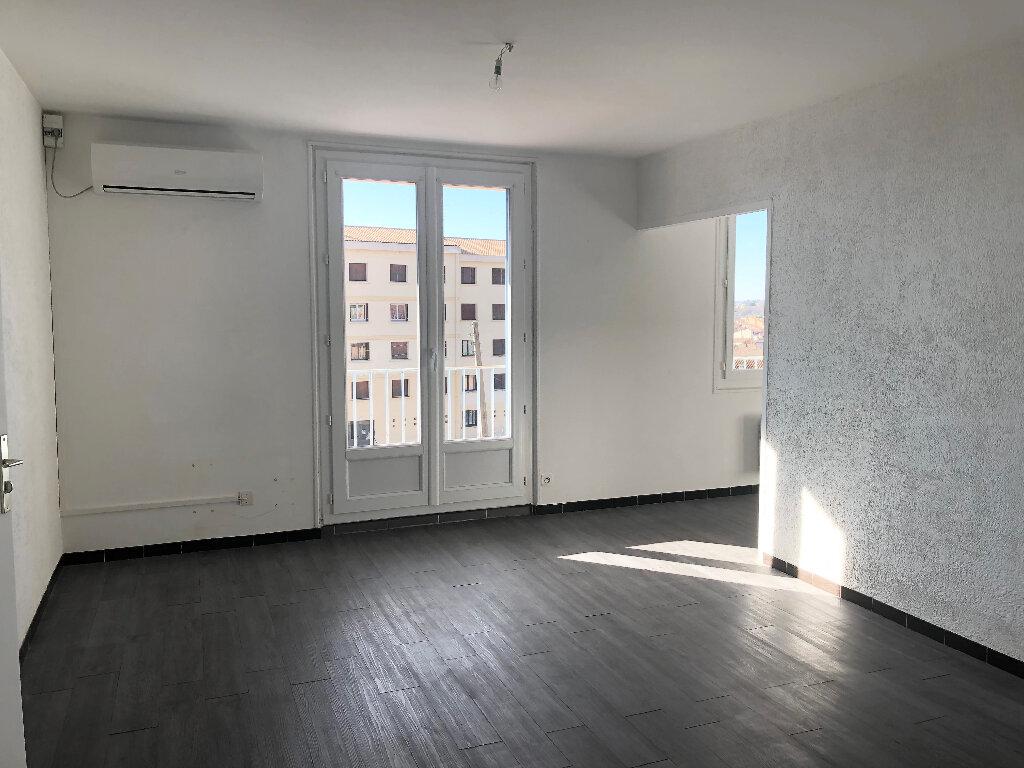 Appartement à louer 4 68.22m2 à Manosque vignette-2