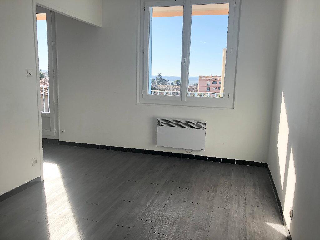 Appartement à louer 4 68.22m2 à Manosque vignette-3