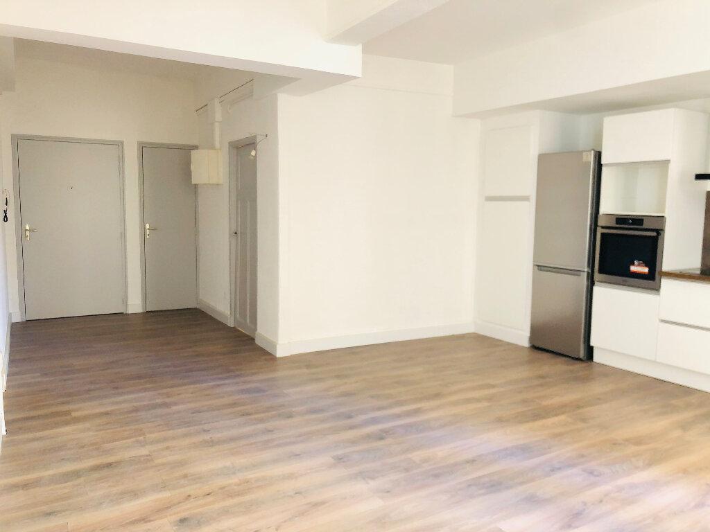 Appartement à louer 2 52m2 à Manosque vignette-2