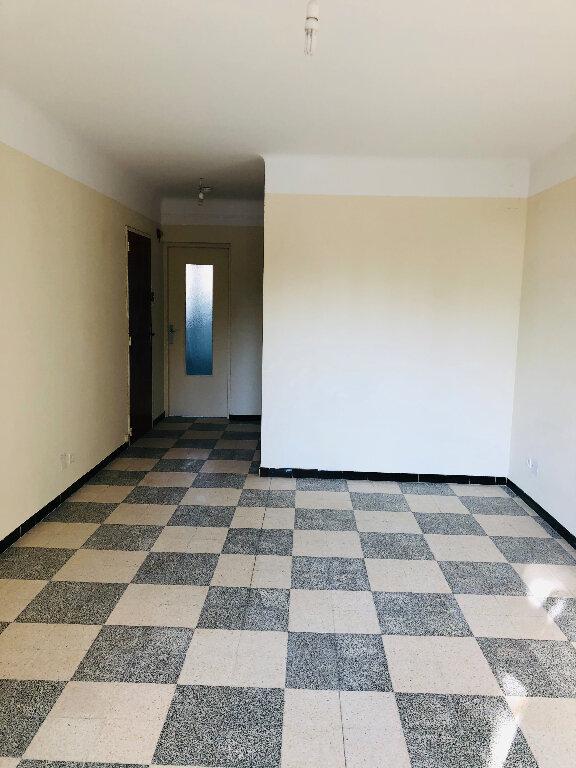 Appartement à louer 3 70.74m2 à Manosque vignette-2