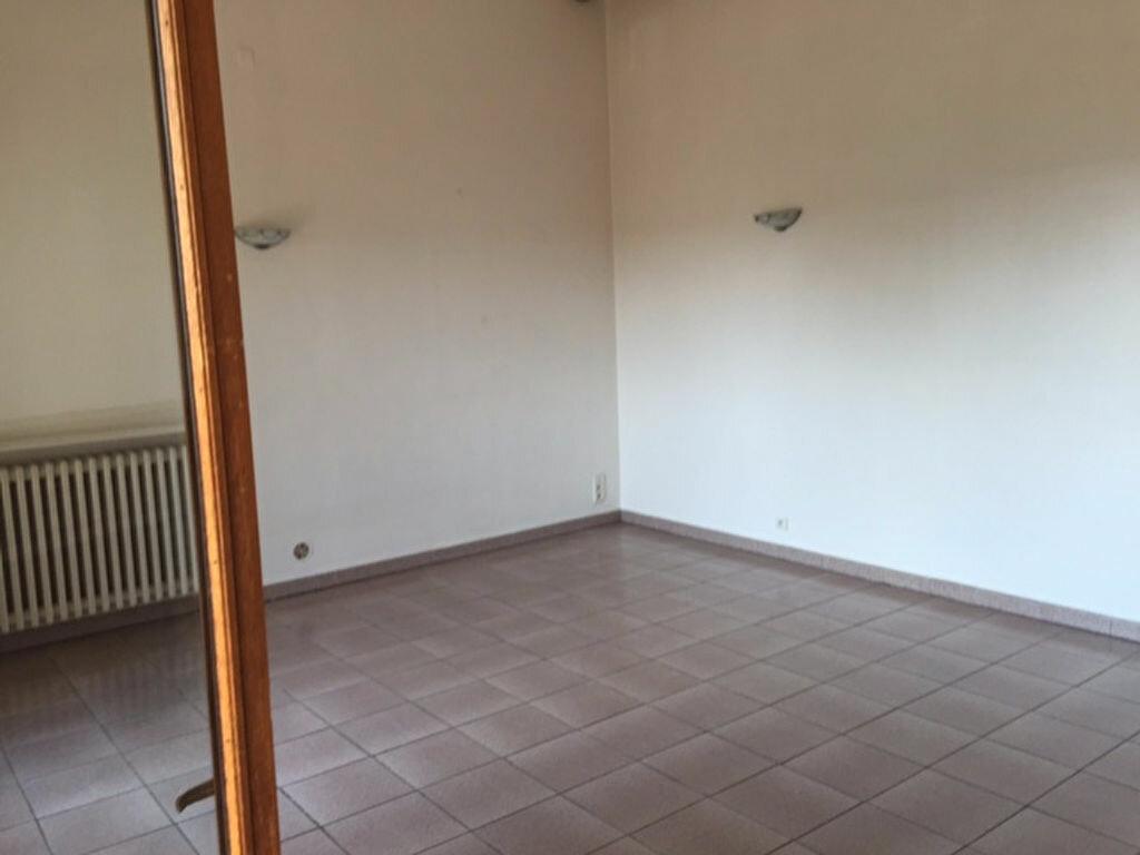 Appartement à louer 4 97.9m2 à Villeneuve vignette-4