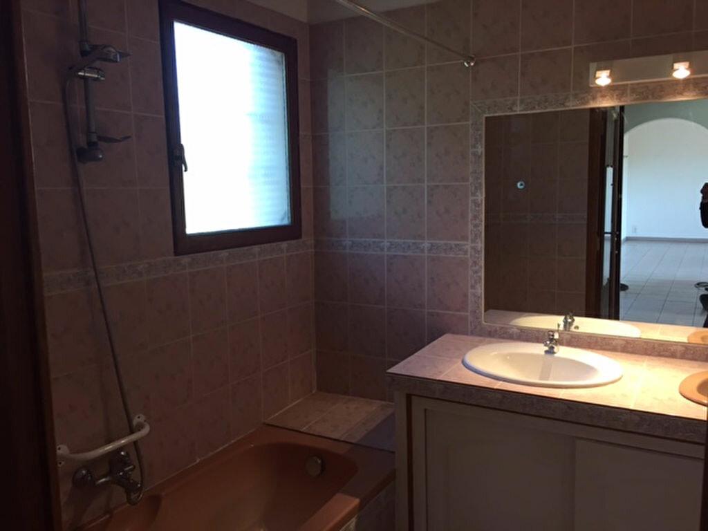 Appartement à louer 4 97.9m2 à Villeneuve vignette-5