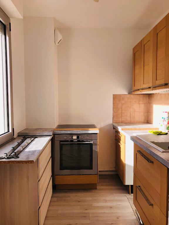 Appartement à louer 3 65.32m2 à Manosque vignette-1