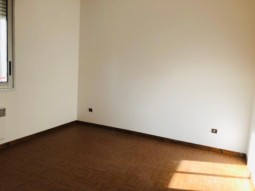 Appartement à louer 3 65.32m2 à Manosque vignette-4