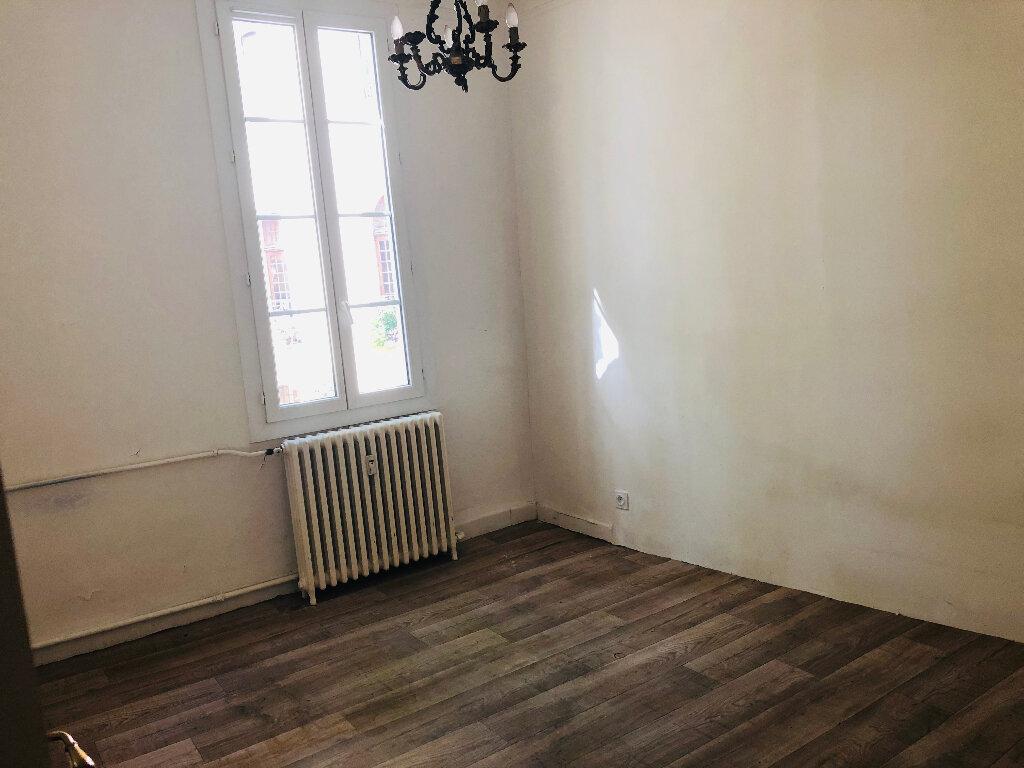 Appartement à louer 4 127.75m2 à Manosque vignette-3