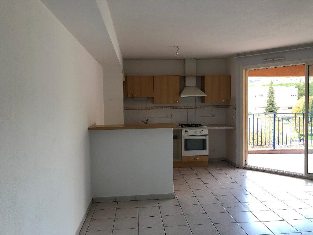 Appartement à louer 3 62.9m2 à Manosque vignette-1