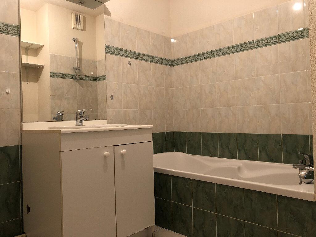 Appartement à louer 3 62.9m2 à Manosque vignette-3