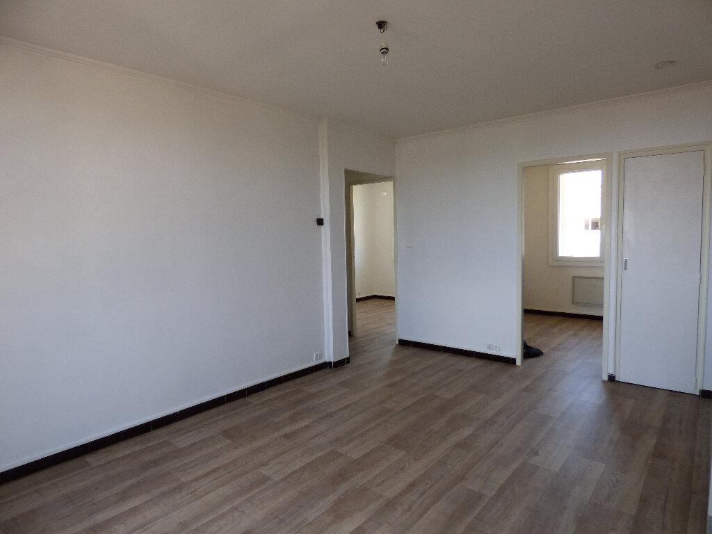 Appartement à louer 3 52.89m2 à Manosque vignette-1