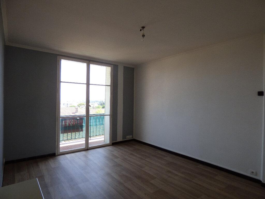 Appartement à louer 3 52.89m2 à Manosque vignette-5