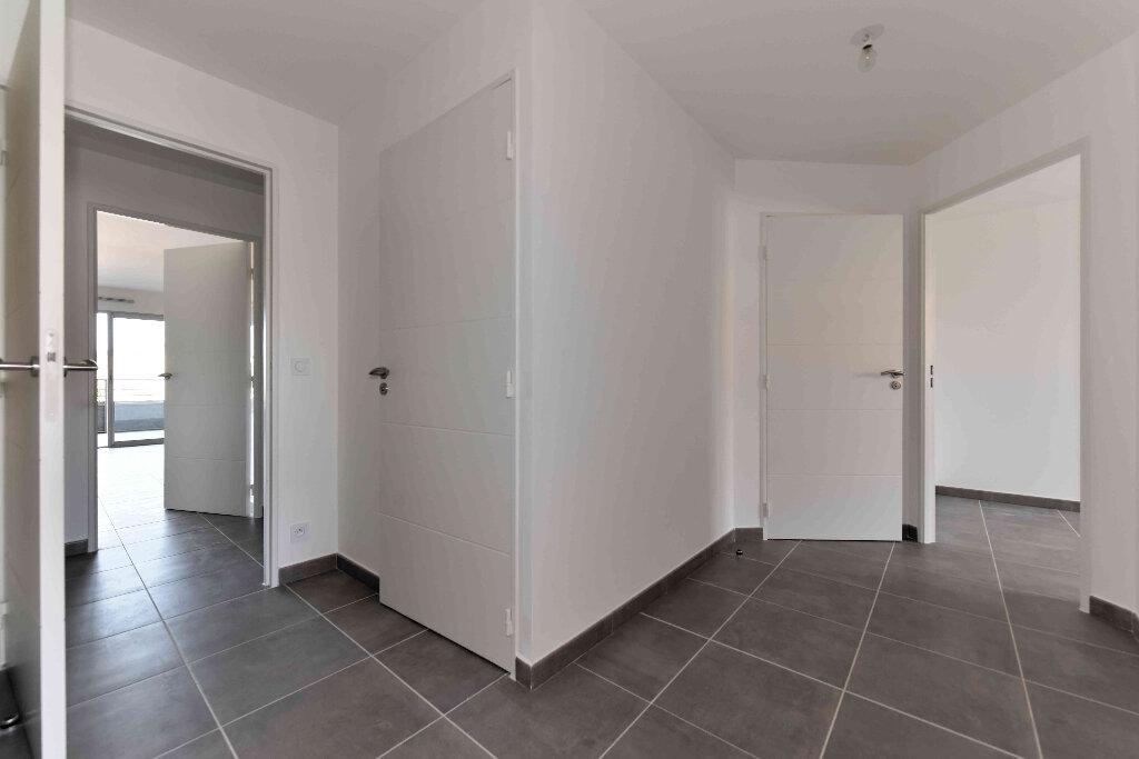 Appartement à vendre 5 108.39m2 à Manosque vignette-3