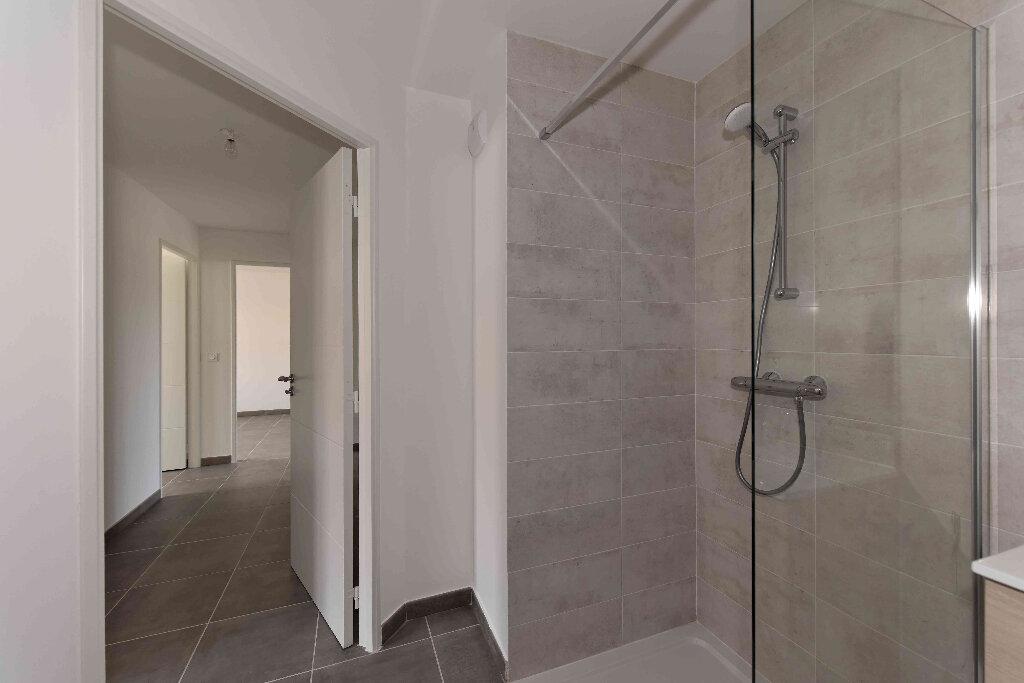 Appartement à vendre 5 108.39m2 à Manosque vignette-4