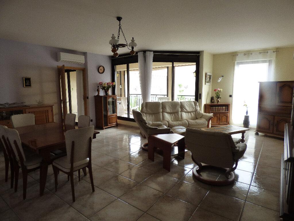Appartement à vendre 4 119.9m2 à Manosque vignette-2