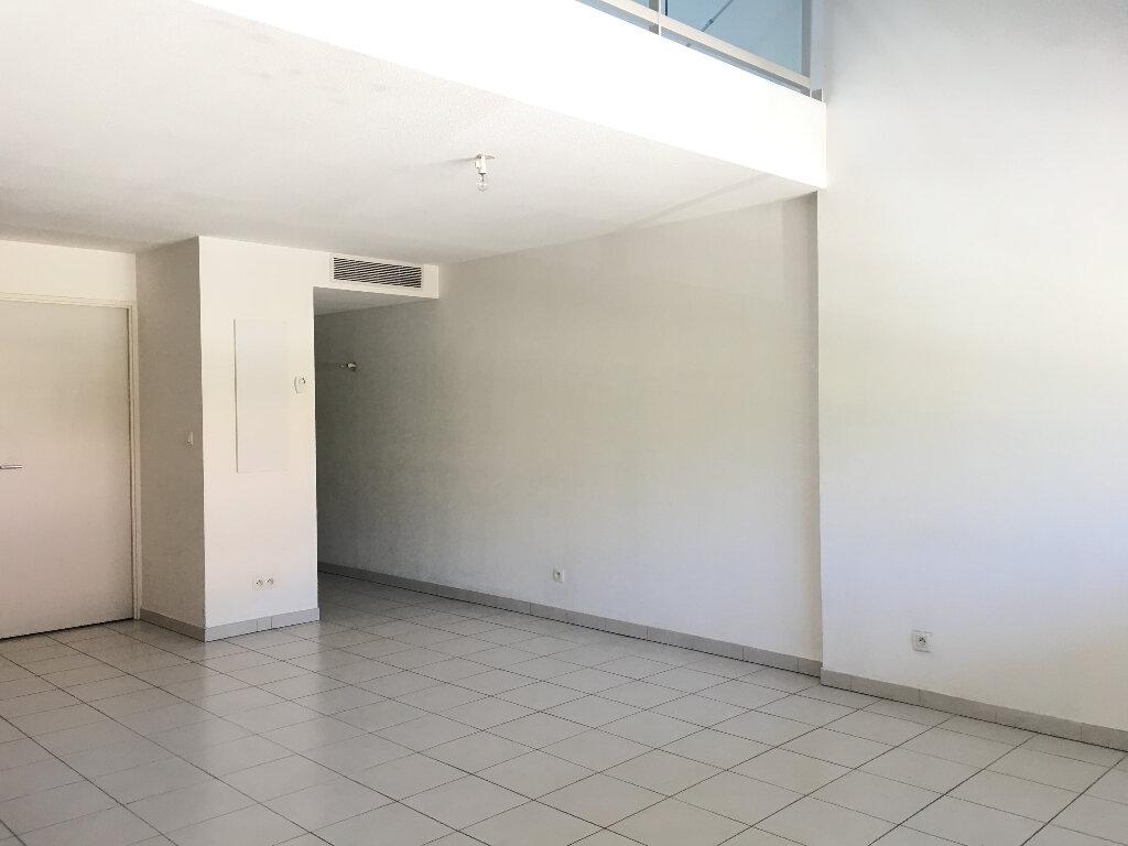 Appartement à louer 2 61.44m2 à Manosque vignette-3