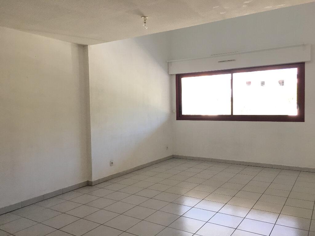 Appartement à louer 2 61.44m2 à Manosque vignette-4
