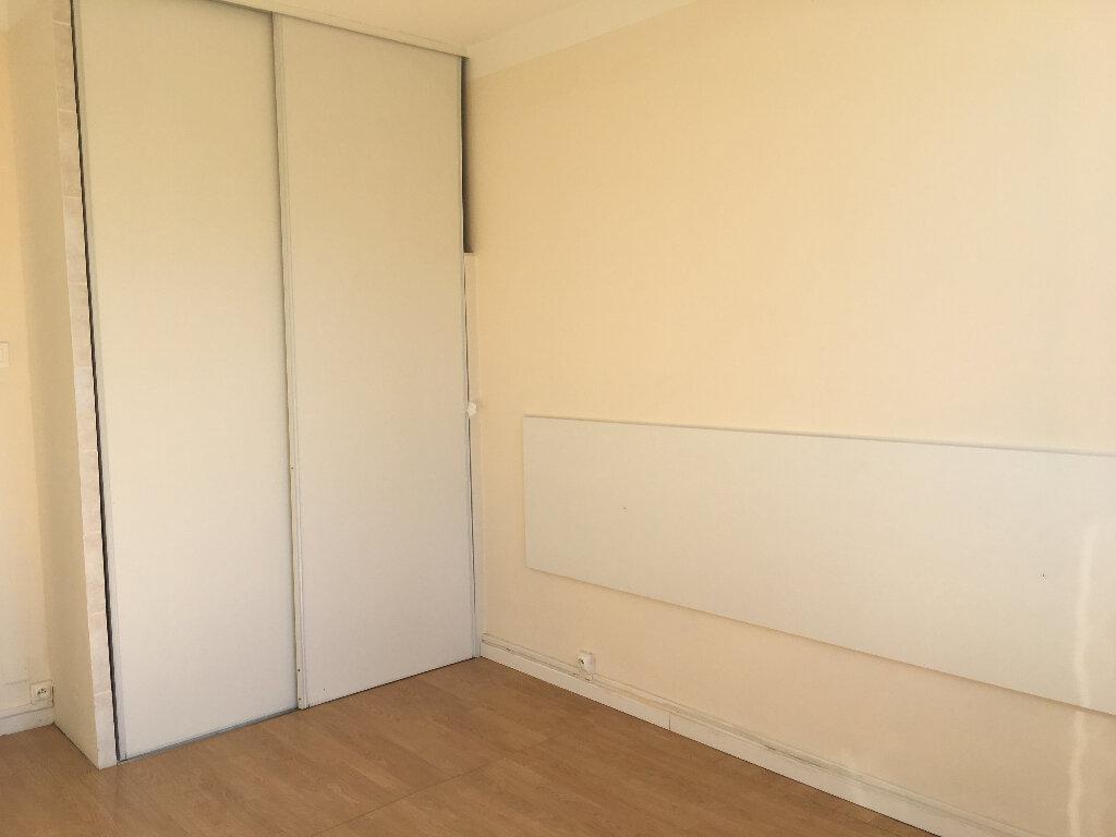Appartement à louer 3 53.05m2 à Manosque vignette-4